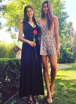 Tall Mom and 6ft4 193cm Daughter by zaratustraelsabio