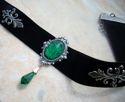 Black Velvet Choker - Emerald by Aranwen