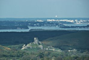 Corfe Castle with Bournemouth Balloon by wafitz