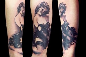 Pin Up Mil by maximolutztattoo