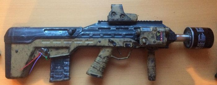 APS UAR Airsoft post-apocalyptic paintjob by M1ntGr33n
