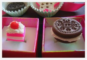 Fimo rings oreo and pink cake by yen-hm
