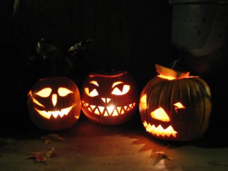 Jack-o-lanterns by LucyofChaos