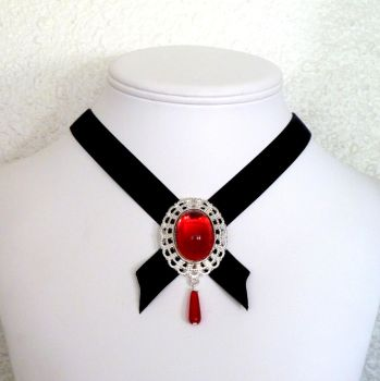 Mehira choker by Lincey