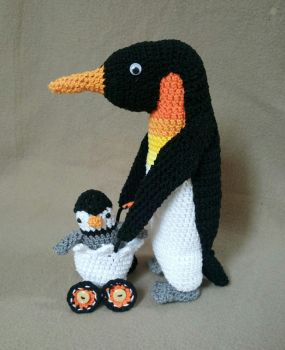 Papa pinguin and baby pinguin by TheHopelessDreamer