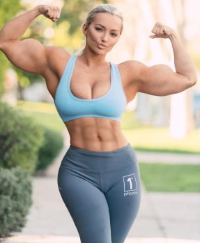 Lindsey Pelas 01 by soccermanager