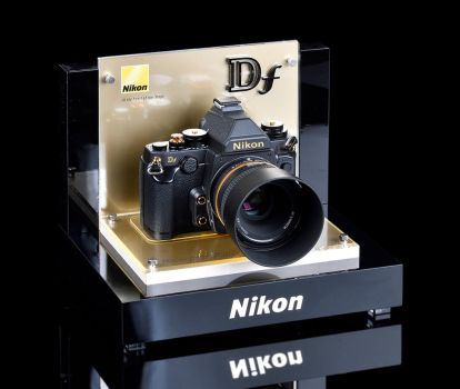 Body-Df-Gold-Display by nikonforever