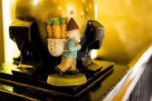 Gold Ball Gnome by thedustyphoenix