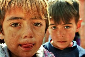 Gipsy Children From Kosovo by hsertangun