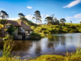 Hobbiton lake by wolfblueeyes