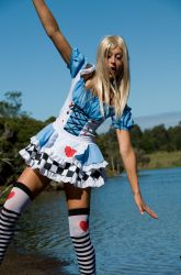 Dont Fall in Alice by Rnomad