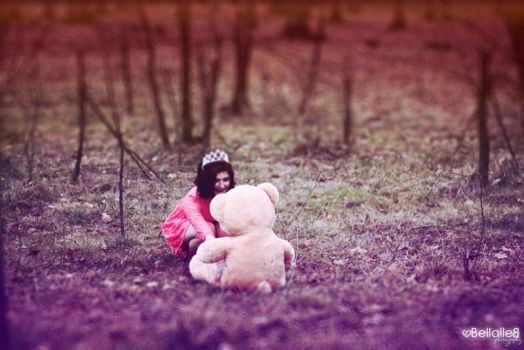 The girl and the Teddy bear by bellalleb-photo