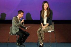Interview with a giantess - Victoria Justice by misterwerder