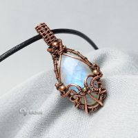 Wire pendant with Moonstone by artual