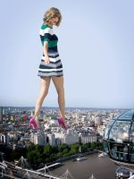 Giantess Taylor Swift in London by docop