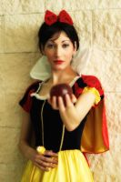 Snow White temptation by Bewitchedrune