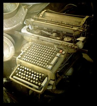Typewriter by marsu