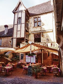 Sarlat cafe France by extremecapture