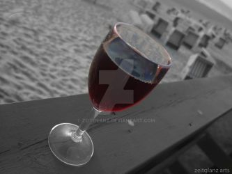 wine at the beach by zeitglanz