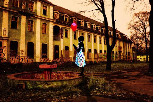 The balloon in the ruins by s3xkytt3n