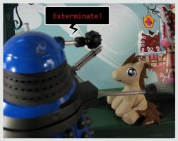 Doctor Whooves vs Dalek by kaikaku