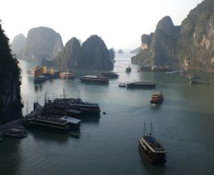Halong Bay by Scnicker