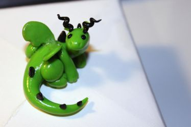 Miniature dragon black and green by Guvy