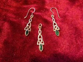 Triquetra Earrings and Pendant by Aranglinn