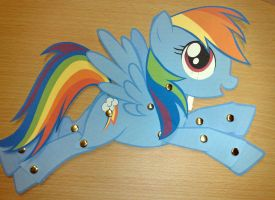 Paper Toy: Rainbow Dash by Trunksi