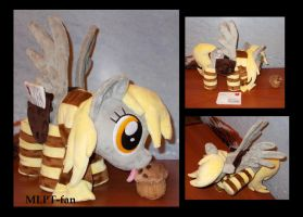 scratching Derpy Hooves with accessories by calusariAC