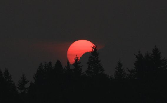 Sunrise over Pilchuck by queegqueg