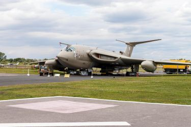 Handley Page Victor by TarJakArt