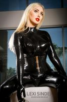 Lexi Sindel in black Latex at home by a-wednesday