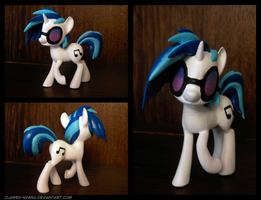 Vinyl Scratch 3D Printed Figure by Clawed-Nyasu