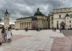 central Vilnius on week-end by Rikitza