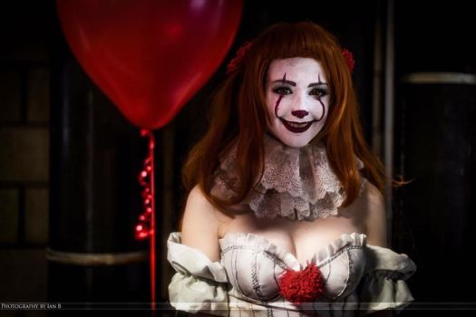 Pennywise (Pennywife) Cosplay by Hollitaima