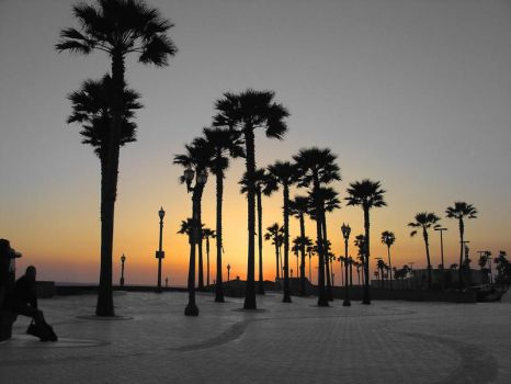 Sunset at Huntington Beach by caspianite