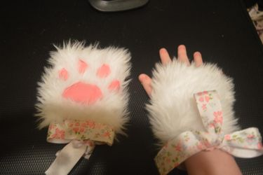 Paw gloves - FOR SALE! by tiketot4