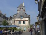 Wonky Building in Quimper by bobswin