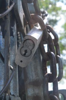 Weathered lock and chain by DeeplyxScarred