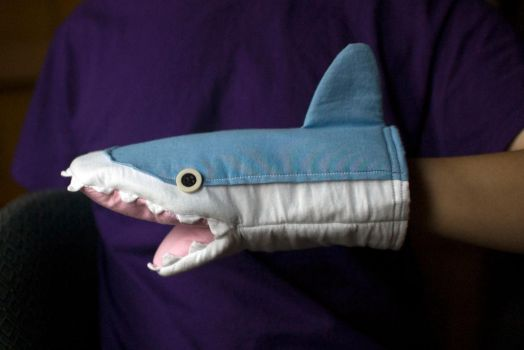 Shark Puppet/Oven-Mitt by ultranewt