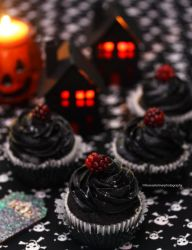 Blackberry Halloween  Cupcakes by theresahelmer