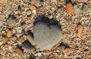 Heart of the beach by NanaSansnom