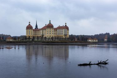 Moritzburg Castle in Winter by sheiruki