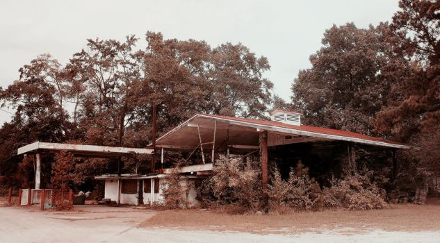 Gas Station by elephantkisses