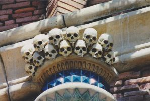 Skulls on arch by Vinanti