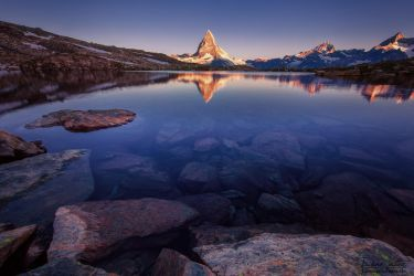 The Matterhorn in the lake by LinsenSchuss
