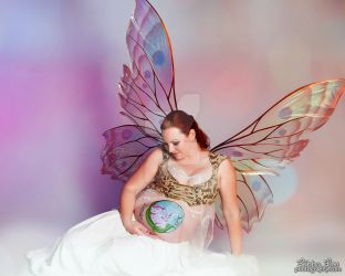 Giant Moth Fairy wings maternity shoot (sitting) by FaeryAzarelle