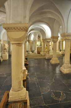 Worcester Cathedral Crypt by monophoto