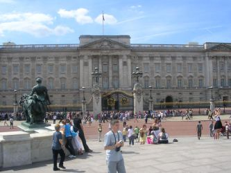 Buckingham Palace by HerMajestyTheQueen